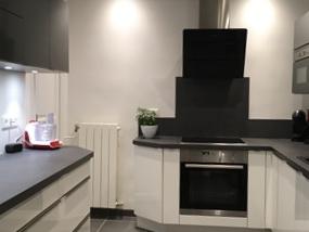 Rénovation de cuisine à Vigneux sur Seine - un carrelage grands carreaux