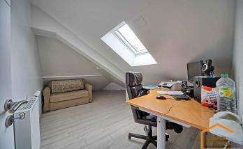 Bureau/petit salon sous combles (Brunoy 91800)