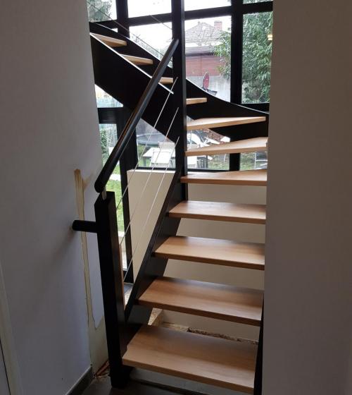Départ de l'escalier après rénovation (Montgeron 91230)